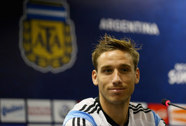 Manchester United have reportedly agreed personal terms on a four-year deal for Lazio midfielder Lucas Biglia.