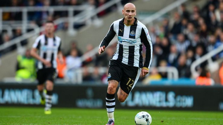 Jonjo Shelvey in action for Newcastle.