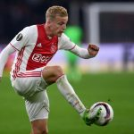 Ajax midfielder Donny van de Beek in action. (Getty Images)