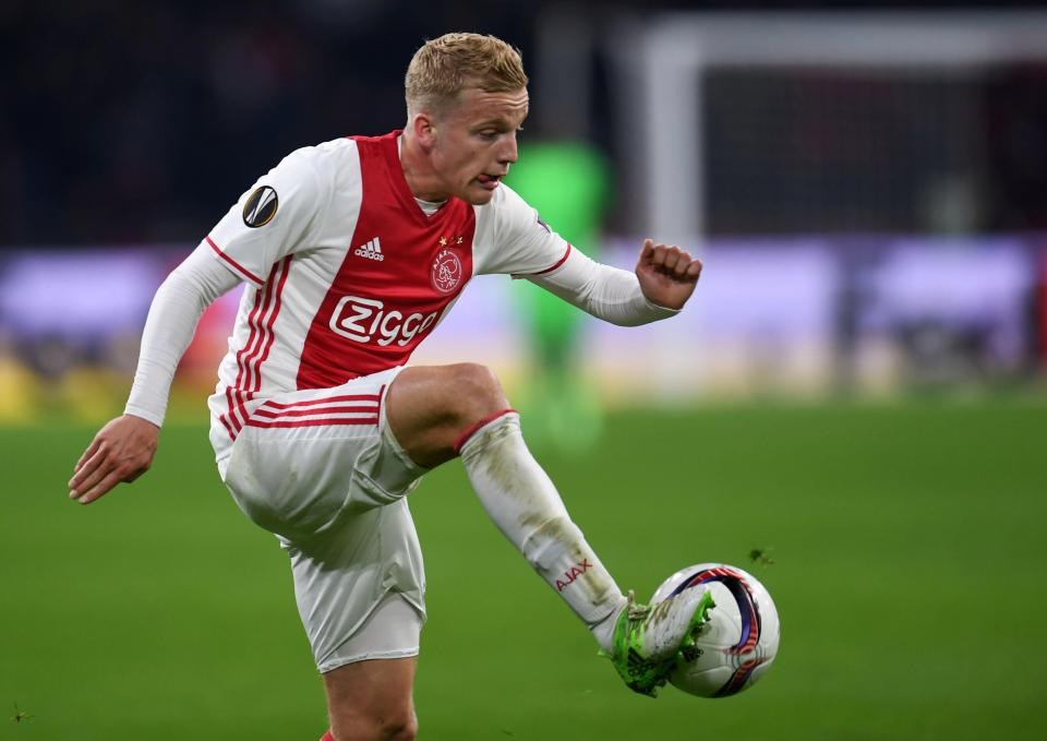 Ajax midfielder Donny van de Beek in action. (Getty Images)