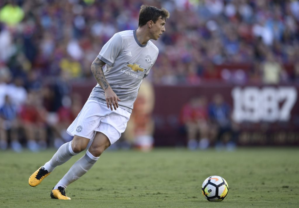 Victor Lindelof playing for Manchester United.