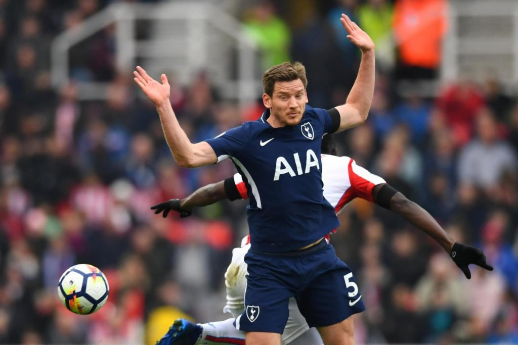 Jan Vertonghen in action for Tottenham.