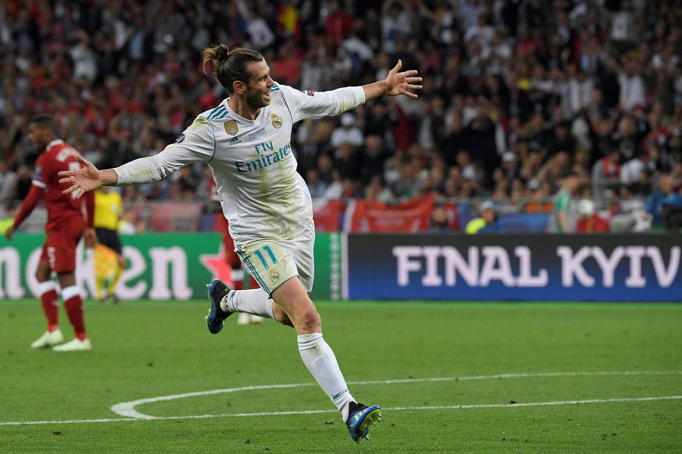 Real Madrid's Gareth Bale celebrates his second goal against Liverpool in the 2018 Champions League final. (Getty Images)