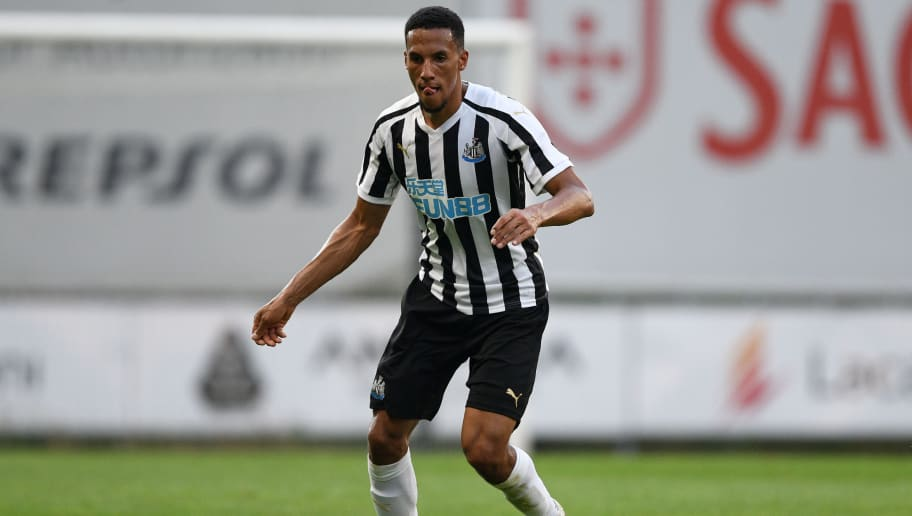 Newcastle United midfielder Isaac Hayden in action. (Getty Images)
