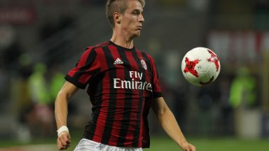 AC Milan right-back Andrea Conti controls the ball. (Getty Images)