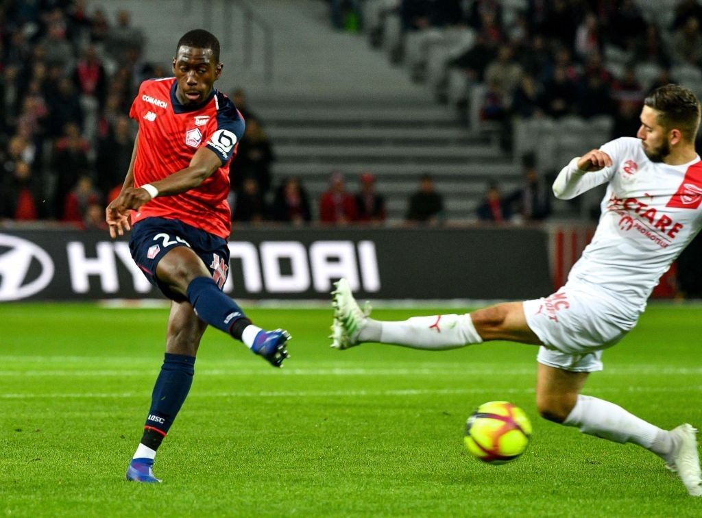 Lille midfielder Boubakary Soumare shoots from distance. (Getty Images)