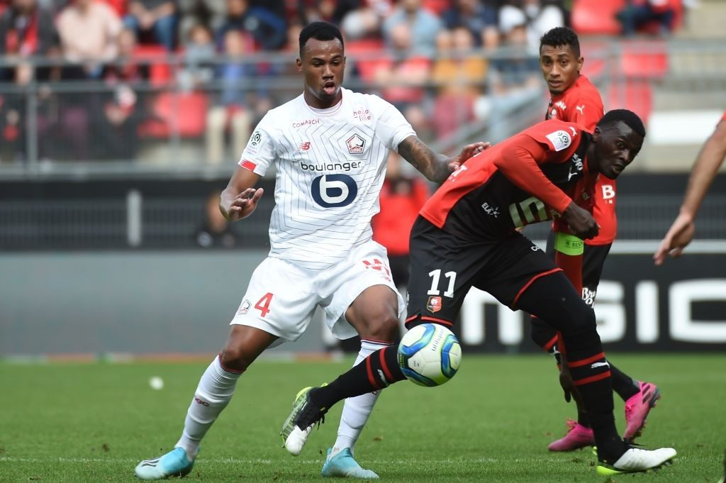 Lille's Brazilian defender Gabriel dos Santos Magalhaes (L) fights for the ball with Rennes' Senegalese forward Mbaye Niang (R)during the French L1 Football match between Rennes (SRFC) and Lille (LOSC), on September 22, 2019, at the Roazhon Park, in Rennes, northwestern France. (Getty Images)