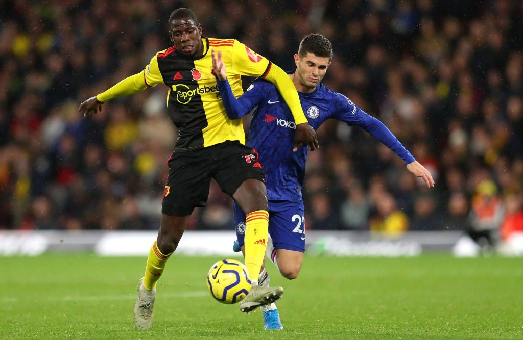 Chelsea's Christian Pulisic battles past Abdoulaye Doucoure.