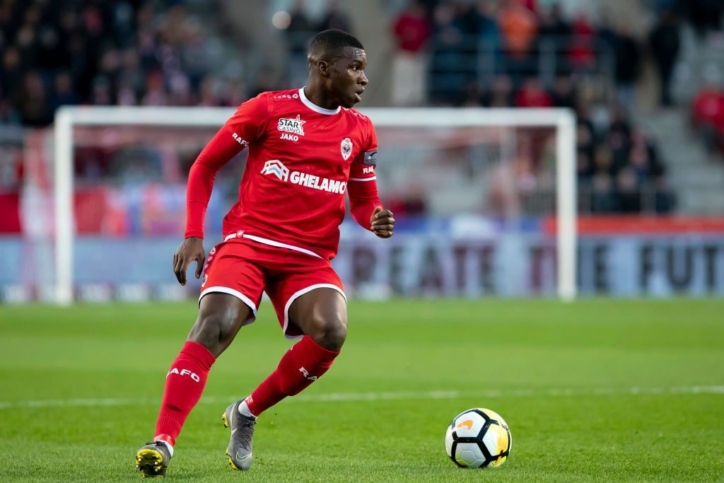 Antwerp's Aurelio Buta pictured in action during a soccer match between Royal Antwerp FC and Sporting Charleroi. (Getty Images)
