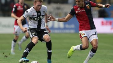 Dejan Kulusevski (L) of Parma is challenged by Jawad El Yamiq (R) of Genoa. (Getty Images)