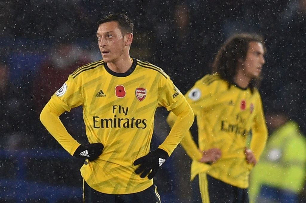 Arsenal players look dejected after conceding a goal.