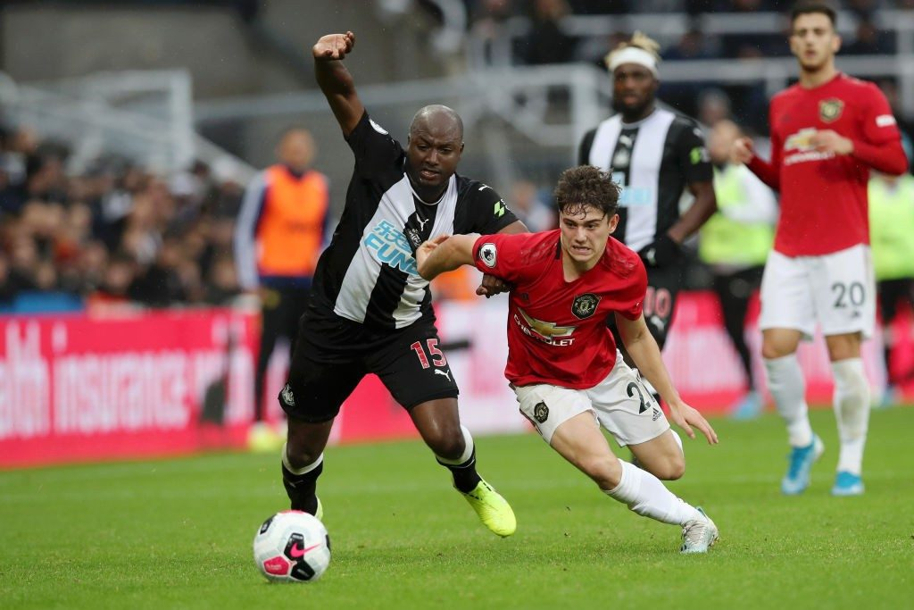 Jetro Willems fighting for possession with Daniel James during the Premier League game between Newcastle United and Manchester United. (Getty Images)