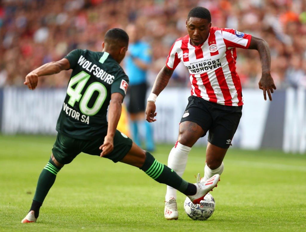 Bergwijn in action for PSV Eindhoven against German side Wolfsburg.