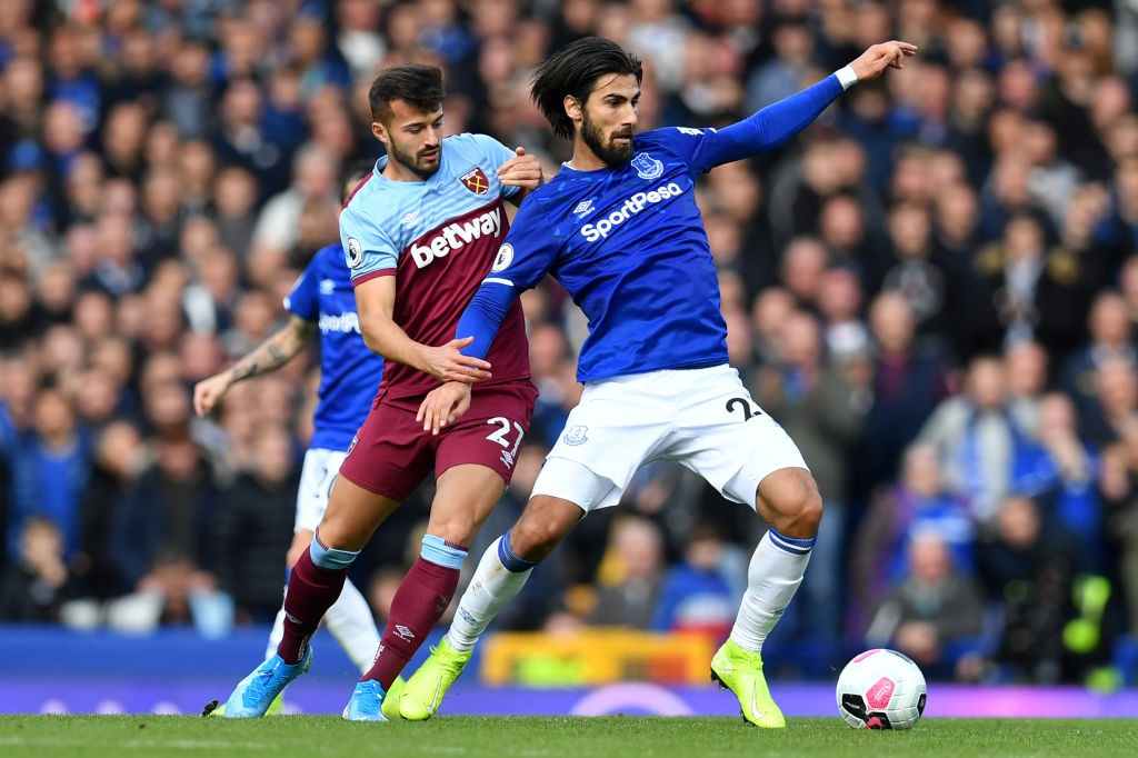 Ajeti (left) playing for West Ham against Everton in the Premier League.