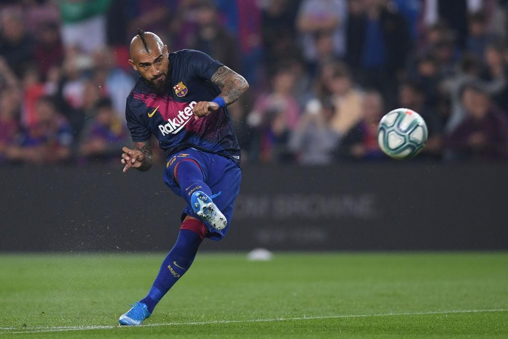 Barcelona midfielder Arturo Vidal in action. (Getty Images)