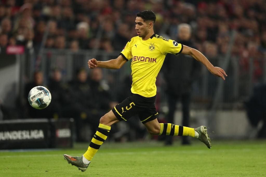 Hakimi in action for Borussia Dortmund.