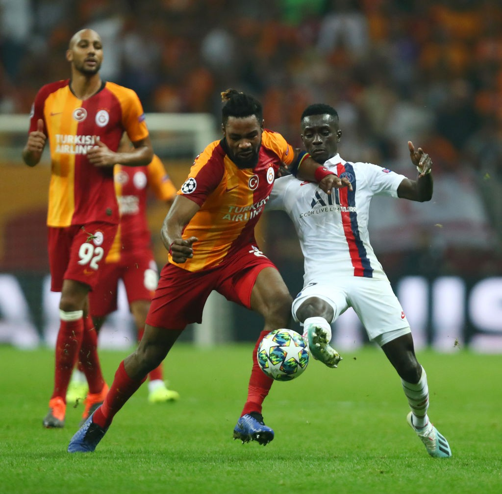 Gueye fighting for the ball against Galatasaray in the Champions League.