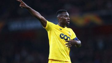 Paul-Jose M'Poku of Standard Liege signals to his team-mates during the UEFA Europa League group F match between Arsenal FC and Standard Liege at Emirates Stadium. (Getty Images)
