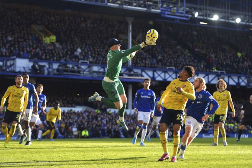Everton goalkeeper holding on to a cross from Arsenal (Image credit: Google) Arsenal report