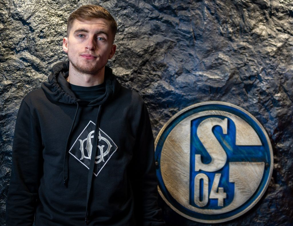 Everton right-back Jonjoe Kenny, who is at the moment on a season-long loan at FC Schalke.