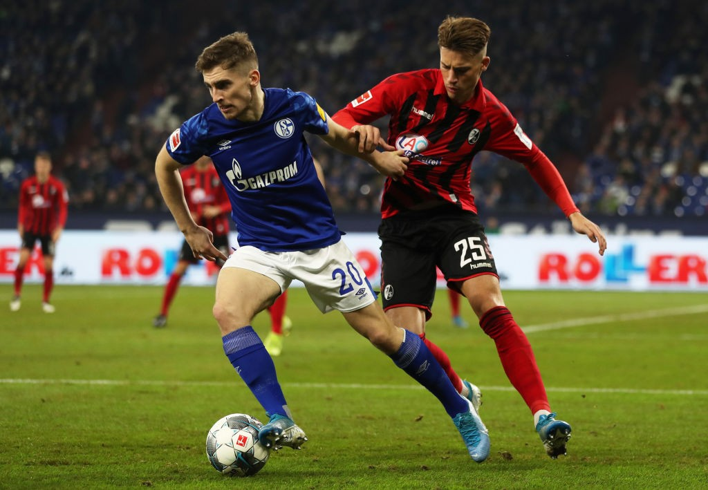 Kenny in action for Schalke during a Bundesliga encounter.