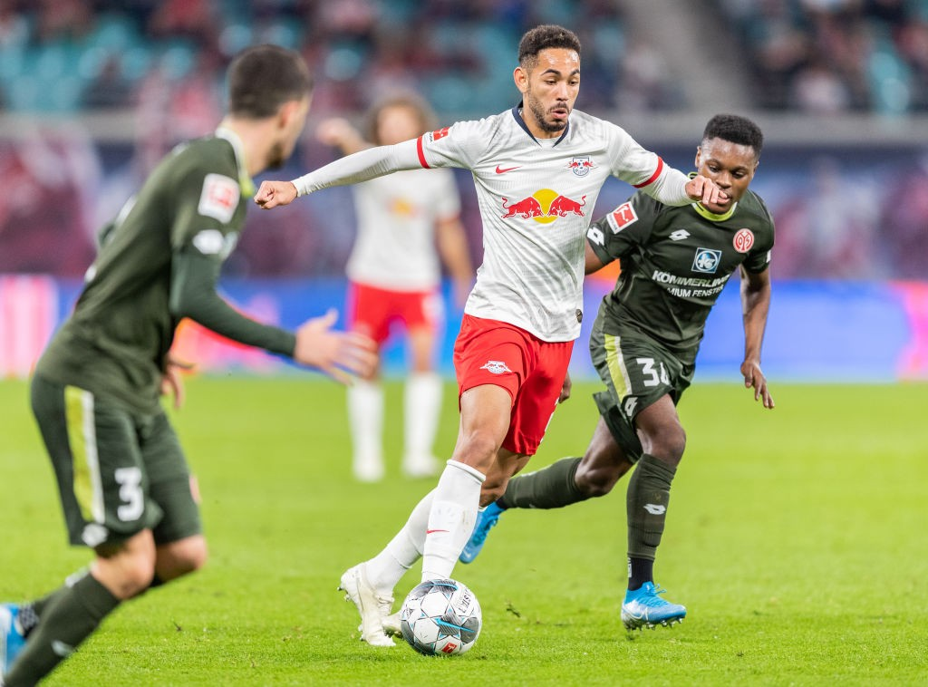 Matheus Cunha of RB Leipzig is challenged by Ridle Baku of Mainz 05 during the Bundesliga match between RB Leipzig and 1. FSV Mainz 05 at Red Bull Arena on November 02, 2019 in Leipzig, Germany. (Getty Images)