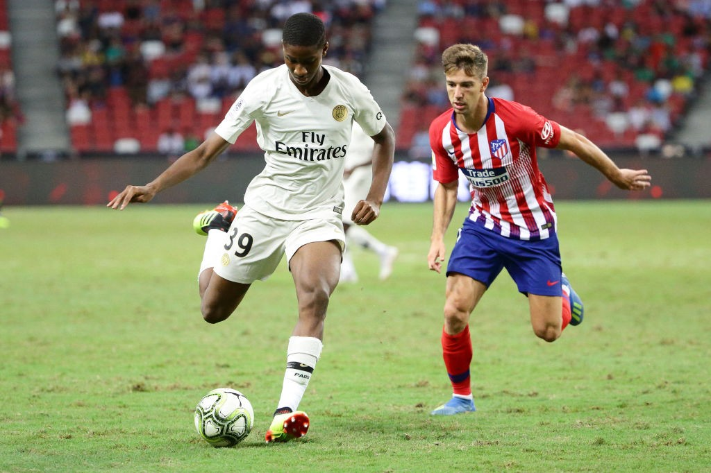 Moussa Sissako of Paris Saint Germain dribbles past Luciano Vietto of Atletico Madrid during the International Champions Cup 2018 match between Atletico Madrid and Paris Saint Germain at the National Stadium on July 30, 2018 in Singapore. (Getty Images)
