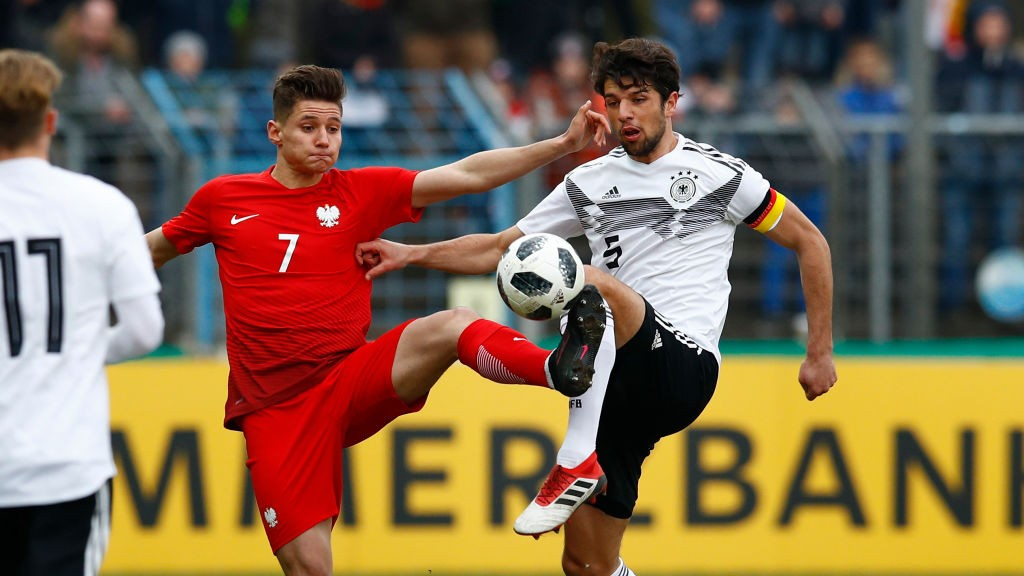 Lukas Muehl of Germany challenges Patryk Klimala of Poland during the international friendly match between U20 Germany and U20 Poland at Energieversum Stadion im Heidewald on March 27, 2018 in Guetersloh, Germany. (Getty Images)
