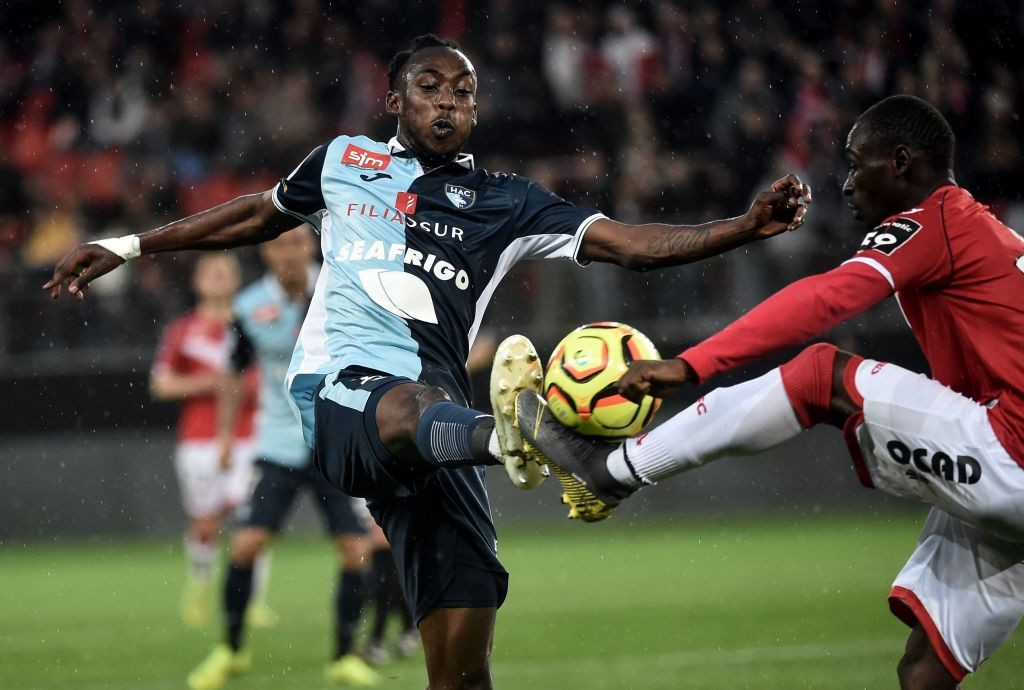 Le Havre's Zimbabwean forward Tino Kadewere (L) vies with Valenciennes' Senegalese defender Saliou Ciss during the French L2 football match between Valenciennes and Le Havre at the Hainaut stadium in Valenciennes, on May 10, 2019. (Getty Images)